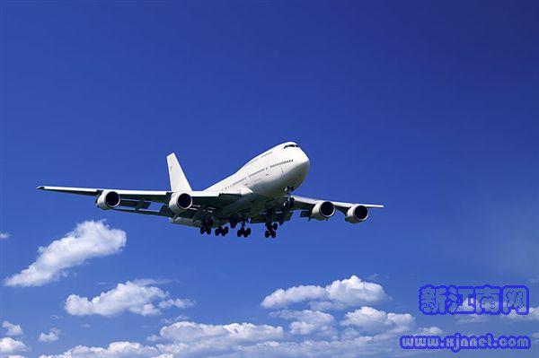 实拍 江西航空一航班万米高空风挡爆裂:飞行员惊呼